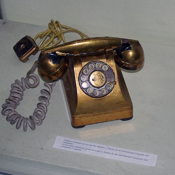 800px Gold coated telephone batista ITT habana