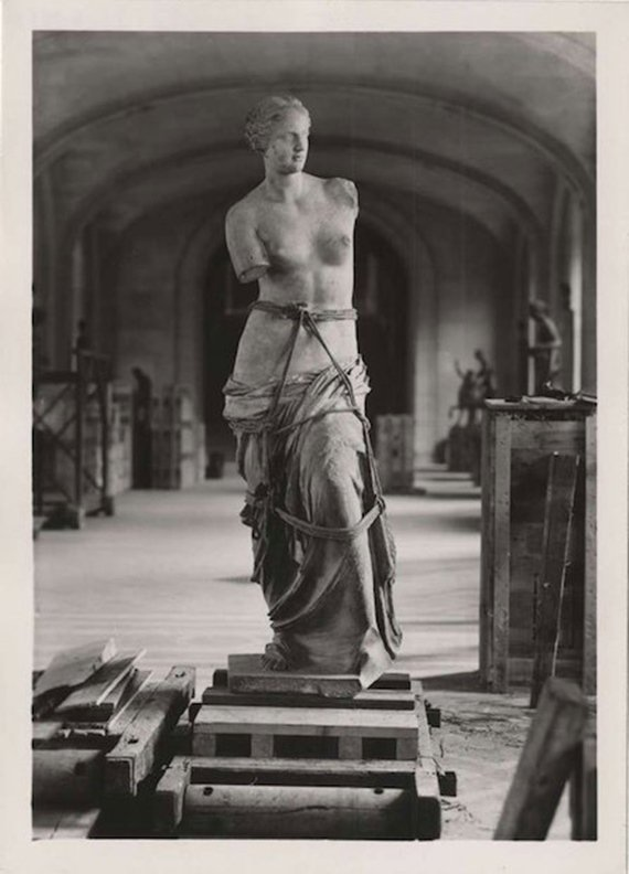 venus de milo prepared for transport world war 2